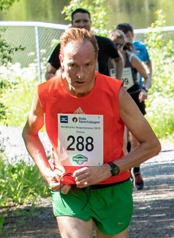 Løper 10 km, halv og hel maraton